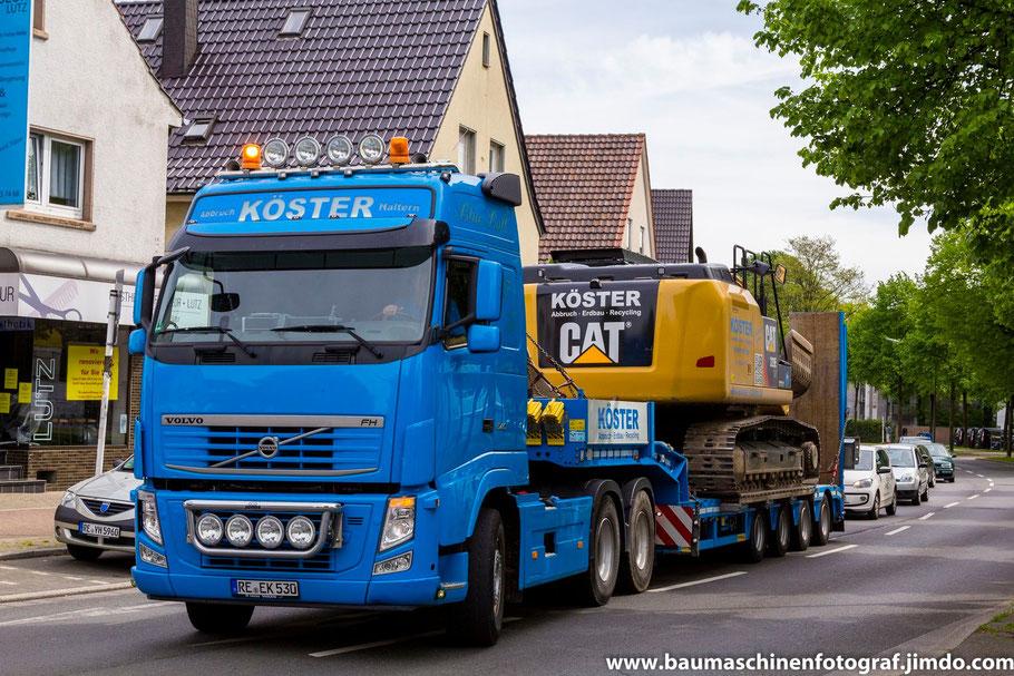 Der Abbruch des ehemaligen Opel Authändlers an der Bergstraße in Marl startet mit dem Antransport des ersten Baggers, einem Cat 329E der Firma Köster Abbruch aus Haltern