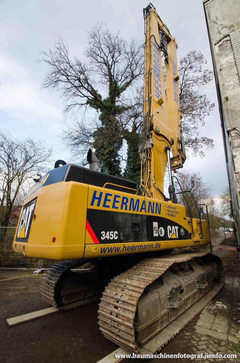 Der Cat 345 C UHD der Firma Heermann Abbruch ist an seinem Einsatzort in Oer Erkenschwick eingetroffen