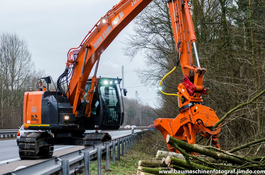 Hitachi ZX225US LC mit Westtech Woodcracker C450