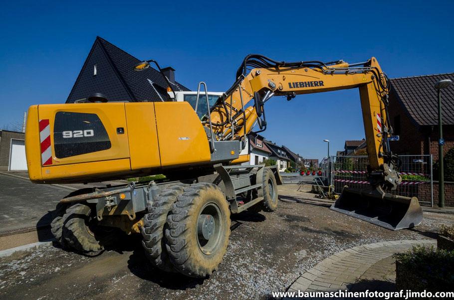 Bei der Kanalsanierung der Asternstraße in Marl ist man mittlerweile soweit, mit den Straßenbauarbeiten zu beginnen