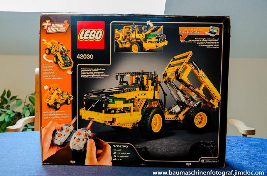 Schon auf der Verpackung lässt sich ein weiteres coole Feature des LEGO TECHNIC L350F auffinden. Der Raldader ist in wenigen Handgriffen zu einem Dumper umbaubar.