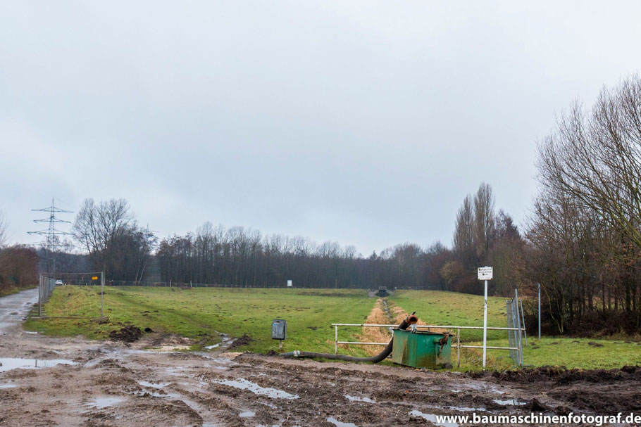 Zu sehen ist das alte Regenrückhaltebecken (Stand Anfang Febrauar 2016)
