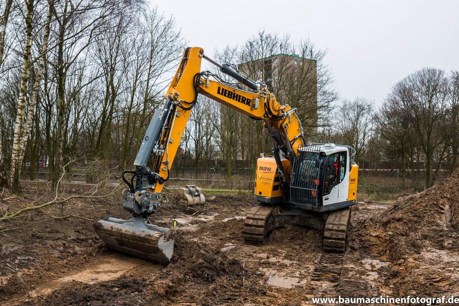 LIEBHERR R926 Compact der Firma Hullmann bei Erdarbeiten !