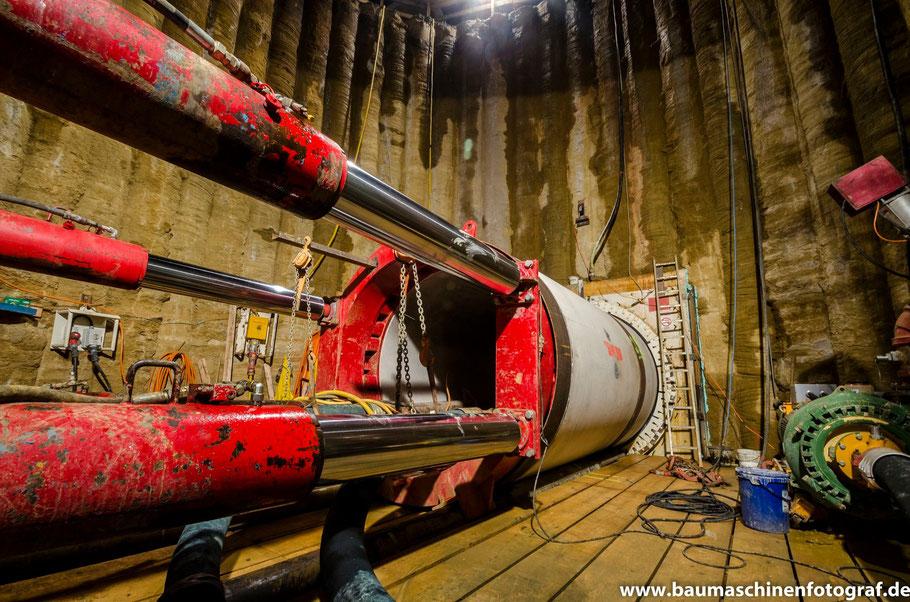 Ein Blick in den 100 m langen Tunnel unter der BAB 52, welcher im Zuge des Neubaus der Fernwärmetrasse in Marl Drewer errichtet wurde