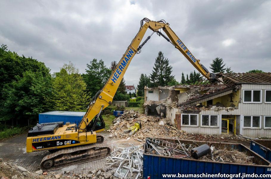 Der CAT 345 C UHD der Firma Heermann Abbruch beim Rückbau der St. Hedwig Kirche in Gelsenkirchen
