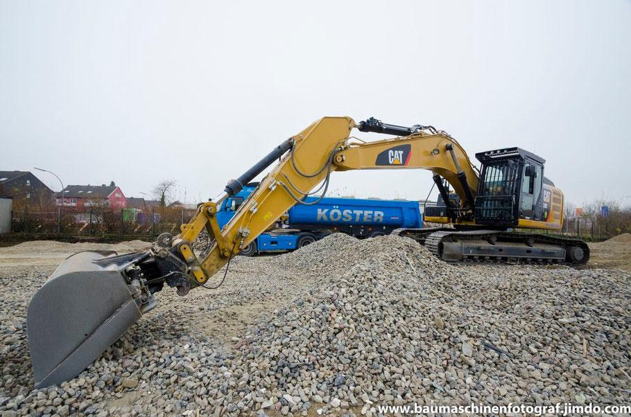 Cat 329 E Köster Abbruch: Die Restarbeiten nach dem Abbruch einer Produktionshalle in Marl laufen auf Hochtouren
