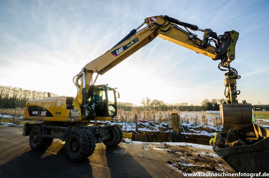 CAT M318D+ // Neue Bilder von der Verlegung einer neuen Fernwärmetrasse in Marl