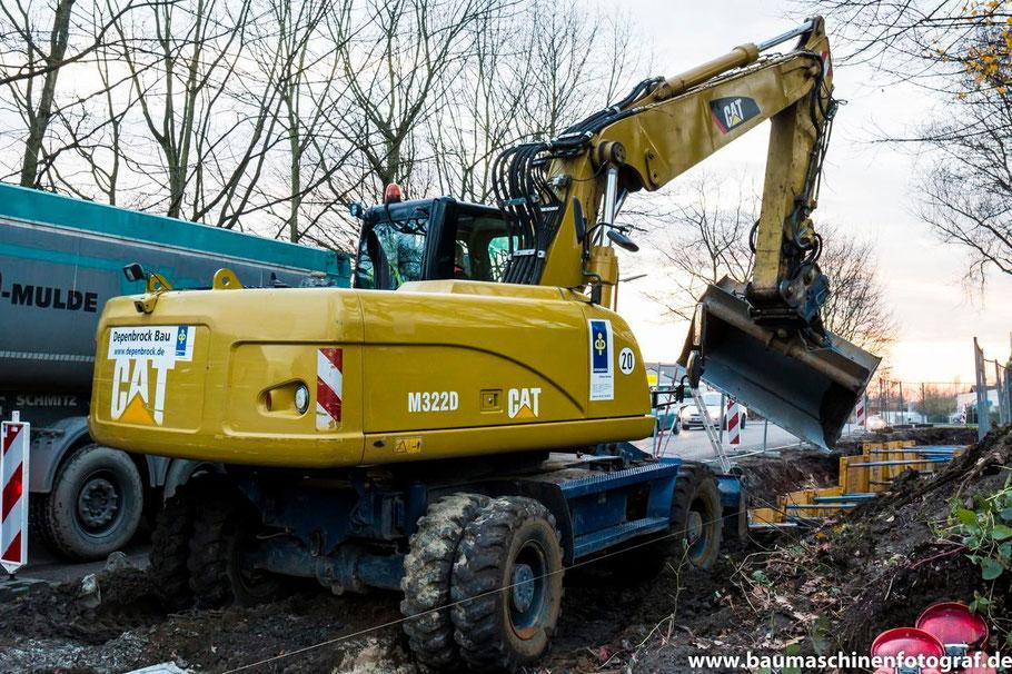 Ein CAT M322D von Depenbrock bei Aushubarbeiten für die Fernwärmetrasse im Bereich der Zechenstraße