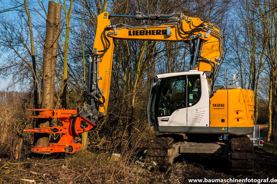 Liebherr R926 Compact mit Westtech Woodcracker im Einsatz!