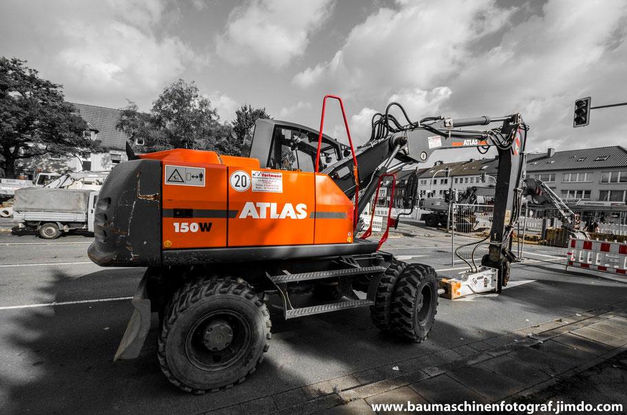 Ein Atlas 150w ist für den heutigen Tag für Stemmarbeiten auf die Baustelle an der Lassallestraße gewesen