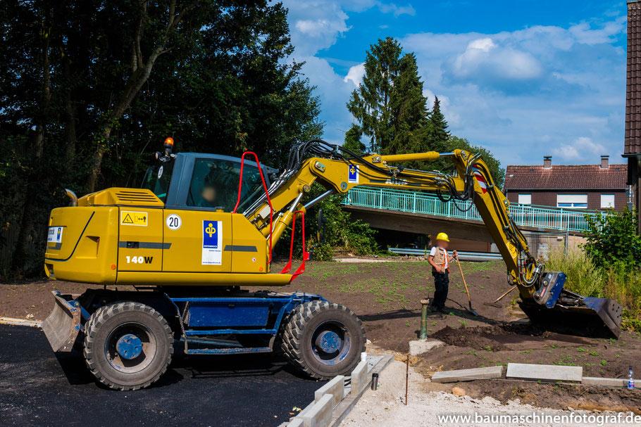 Für Restarbeiten an der Zielgrube in der Gladiolenstraße war der Atlas 140W im Einsatz