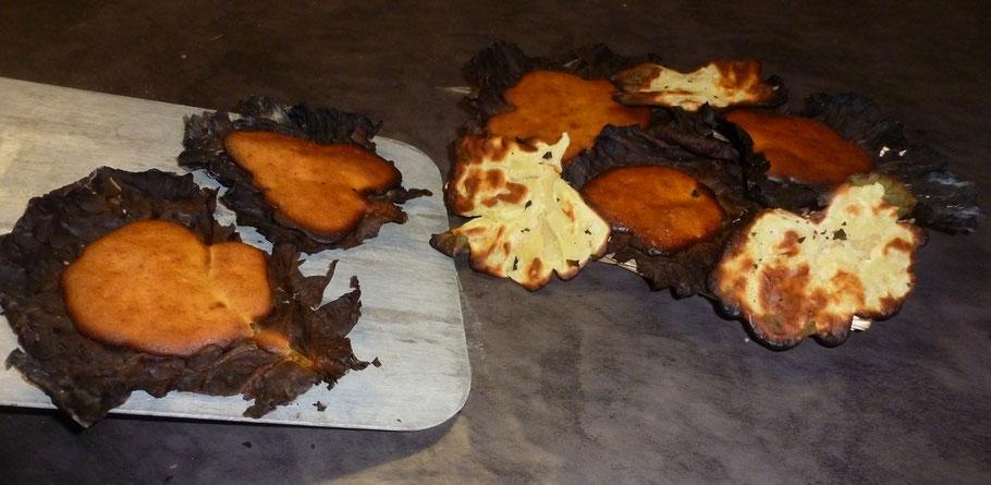 Grimolles sur feuilles de chou cuites au four à pain de La ferme de La Pérotonnerie de Rom 79120