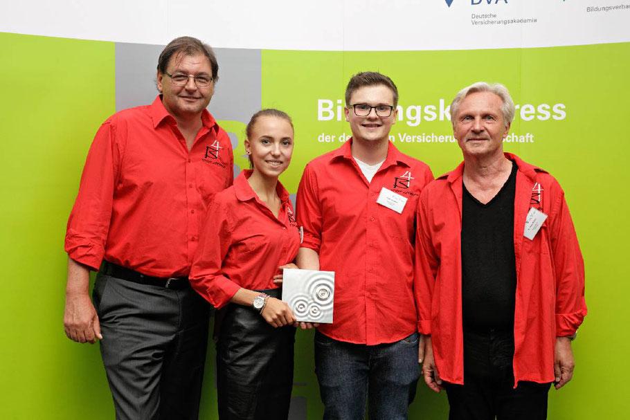 """1. Platz beim Innoward-Bildungspreis 2016 für das Projekt """"Finanzchecker"""" von der Berufsschule 4 Nürnberg"""