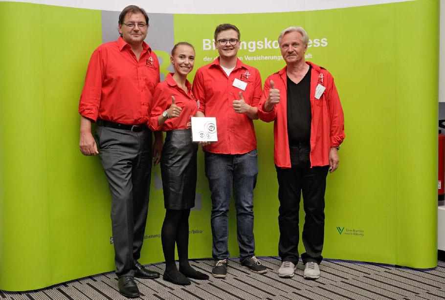 """Sieger beim """"Innoward 2016"""" - das Projekt """"Finanzchecker"""" der Berufsschule 4 Nürnberg"""