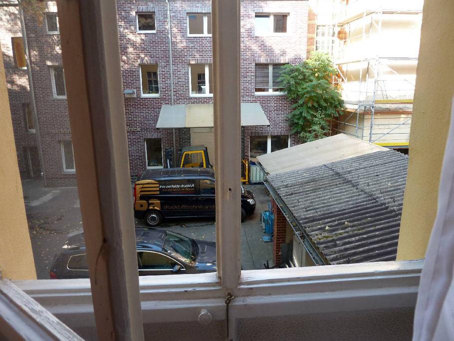 Blick aus unserem Hotelfenster, Hinterhofidylle, natürlich Low Budget und nicht im vornehmen Tagungshotel