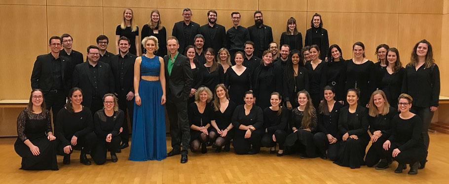 Der 21st Century Chorus zusammen mit den Solisten Sabrina Weckerlin und Veit Schäfermeier