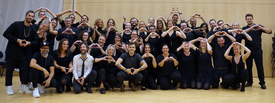 Der 21st Century Chorus zusammen mit Stefanie Heinzmann, Seven und ihren Bands