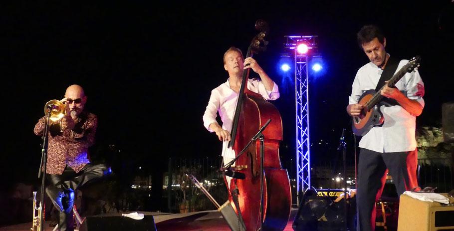 Photo (Jc Colletto) . Musiciens à l'image : Stéphane Belmondo (trompette, bugle) - Jérôme Barde (guitare) - Thomas Bramerie (contrebasse). Le 24/08/2019.