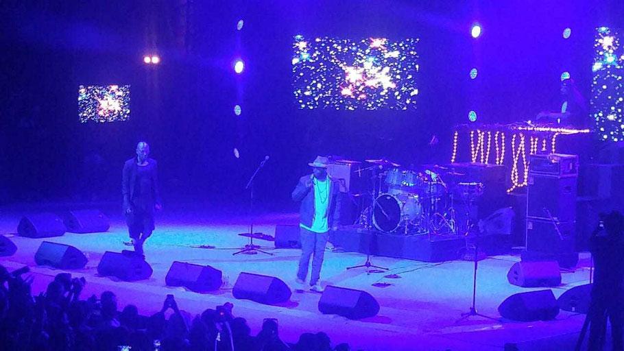 "Groupe : ""Blackstar Live Band"" . Musiciens à l'image : Yasiin Bey (MC), Talib Kweli (MC), Javon Chamers (DJ). Le samedi  07 07 2018. Festival Jazz à Vienne édition 2018 (Vienne). (Photo) Jc Colletto."