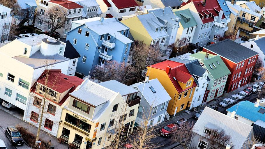 Luftaufnahme der isländischen Hauptstadt Reykjavík. Bild von Paul Bates auf Pixabay.