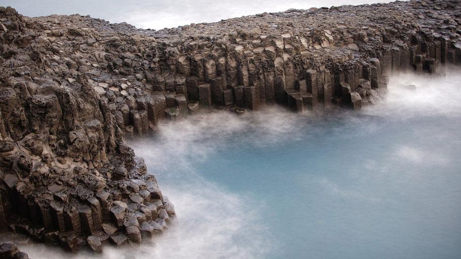 Basaltgestein auf Island. Bild von Jaesung An auf Pixabay.