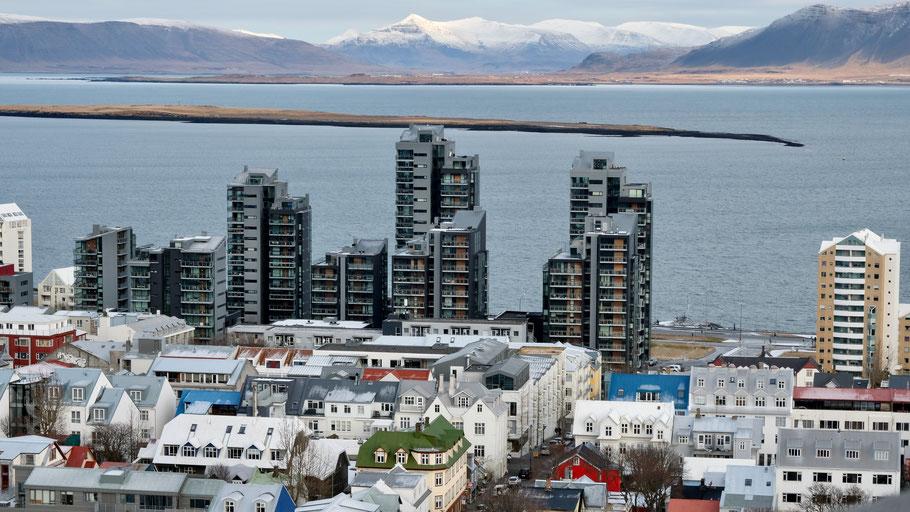 Luftaufnahme von Reykjavík. Bild von Pedro Netto auf Unsplash.