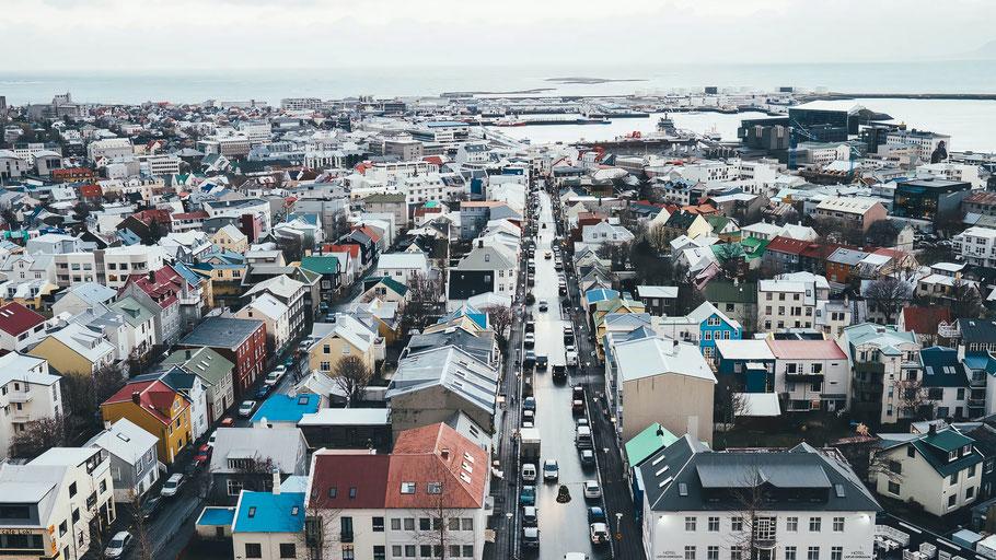 Luftaufnahme von Reykjavík. Bild von Annie Spratt auf Unsplash.