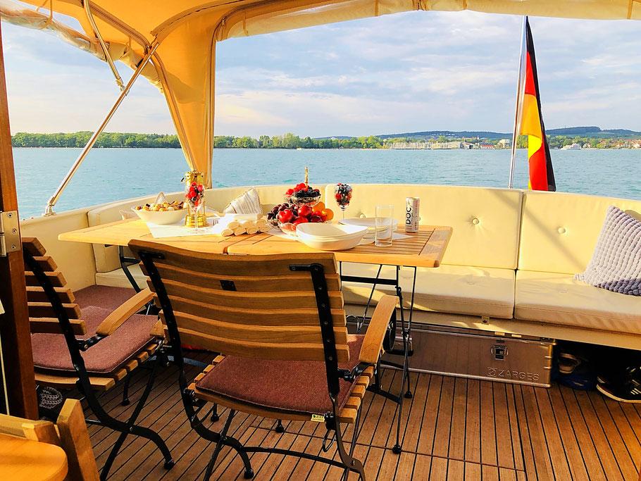 Viel Platz auf dem Achterdeck für Ihre exklusive Wasserreise an Bord der M/Y STRANDHAUS