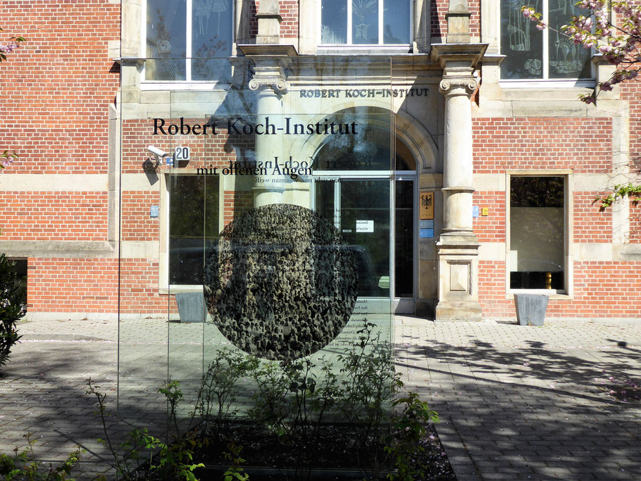 Instituto Robert Koch (Foto By Fridolin freudenfett - Own work, CC BY-SA 4.0, https://commons.wikimedia.org/w/index.php?curid=89636167 )