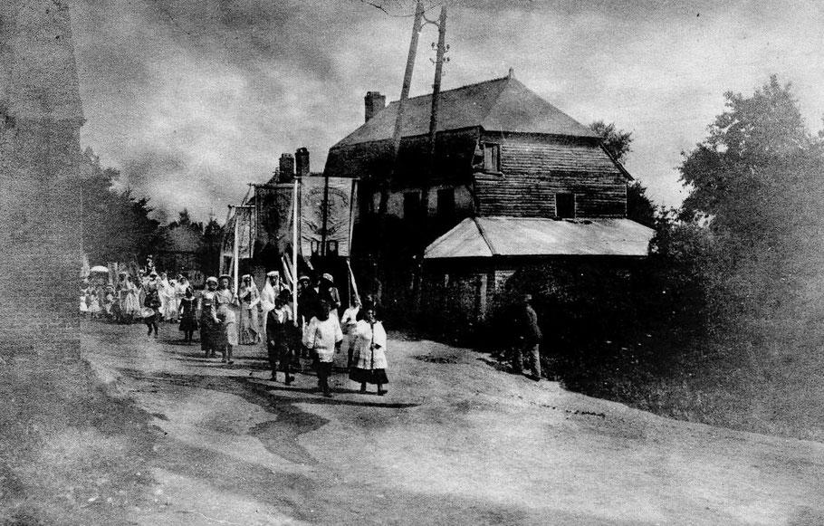 Une procession de retour du Calvaire