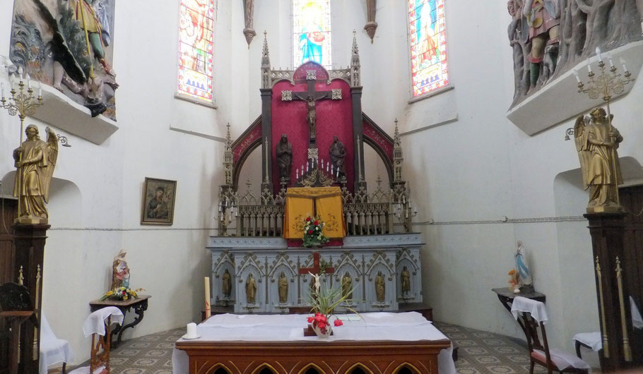 le grand autel est en fonte