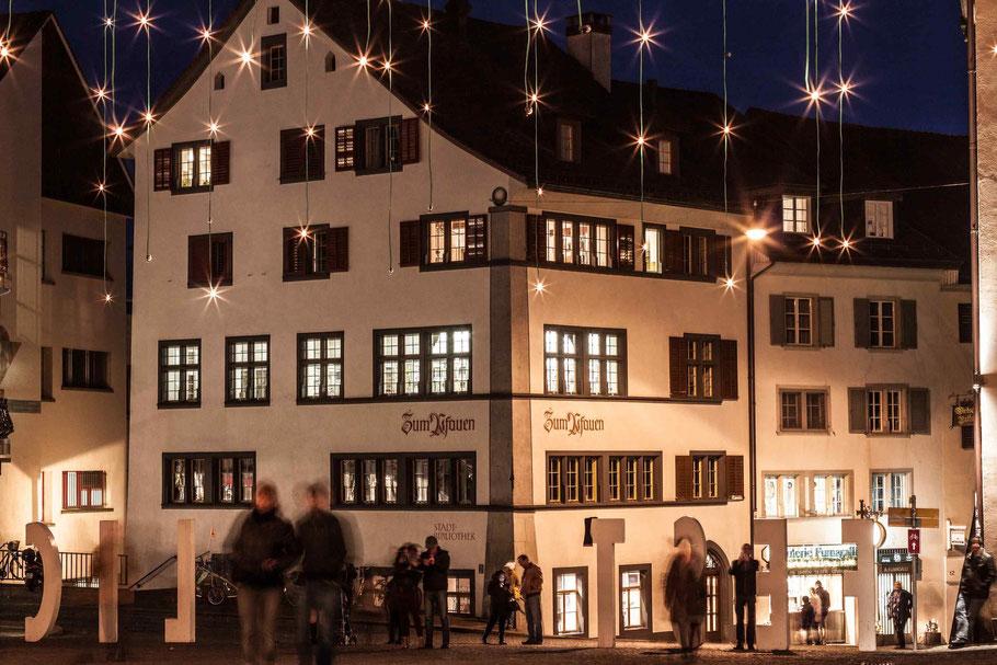 Der Hauptplatz in Rapperswil in weihnächtliche Stimmung gehüllt.