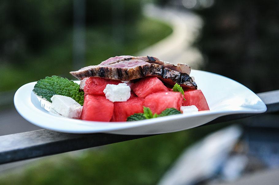 Secreto mit Wassermelone, Feta und Minze