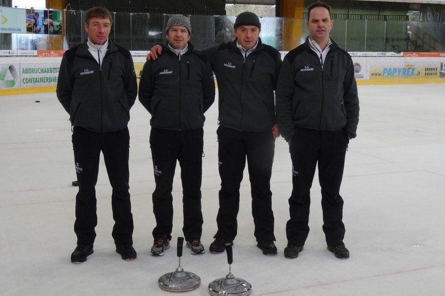 Mannschaftsfoto: Meisterschaft Serie A am 11. - 17/18.01.2015 in Bruneck