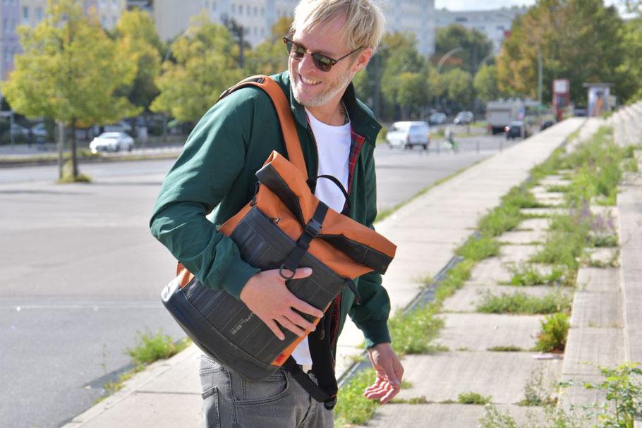 Upcycling: Rucksack Carringer aus Fahrradschlauch und Cordura von Stef Fauser Design Berlin.