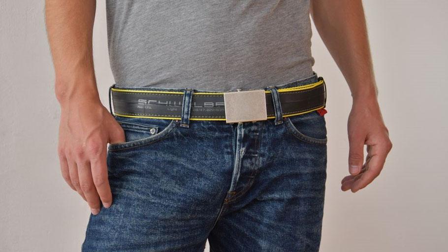 Coole Sache: Gürtel Beltinger aus Fahrradschlauch und robustem Gurtband von Stef Fauser Design Berlin