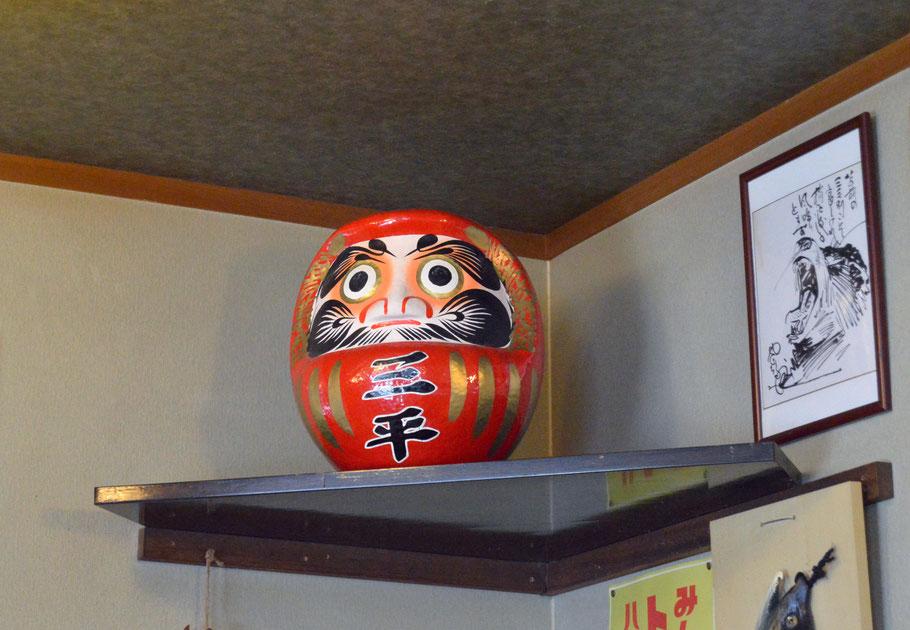 Daruma en restaurante de soba en Kotanbetsu