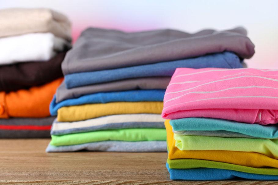 Sauber sortierte Wäsche nach dem Ausmisten