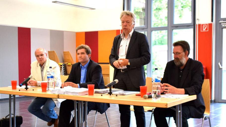 Matthias Wittig, Metin Hakverdi, Dr. Ernst Dieter Rossmann und Jens Olaf Nuckel diskutierten mit dem Publikum über das kommende Integrationsgesetz.