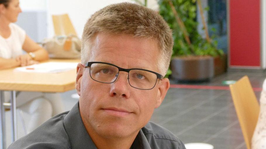 Peter Küpper, Bereichsleiter Kinder- und Jugendhilfe sowie Bildungswesen bei den Johanniter erläuterte persönlich die geplanten Maßnahmen
