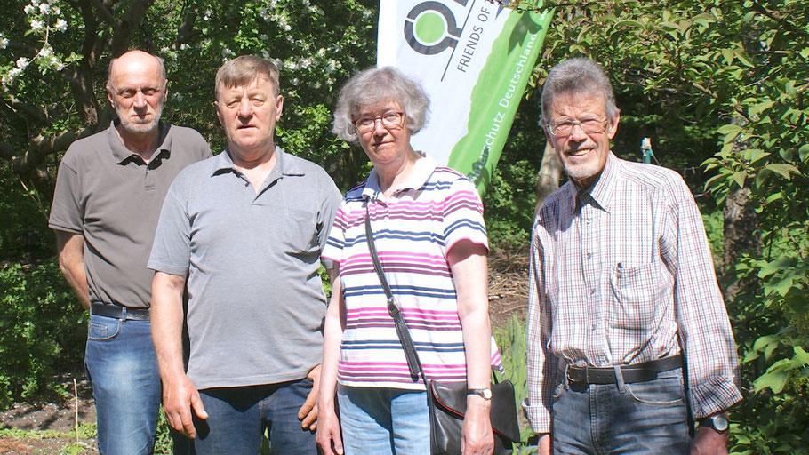 Die Quickborner BUND-Vorstandsmitglieder Hans-Joachim Bull, Dieter Degen, Ute Bass und Jürgen Dammers würden sich über eine positive Resonaz ihrer Werbe-Aktion.