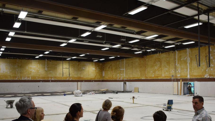 Moderne LED-Beleuchtung wie hier in der Sporthalle im Schulzentrum Süd trägt zum Klimaschutz bei.