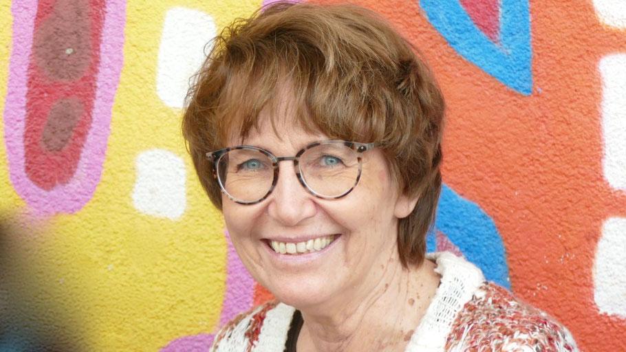 Stadtjugendpflegerin Birgit Hesse stellt zusammen mit Jugendlichen die Ideen vor