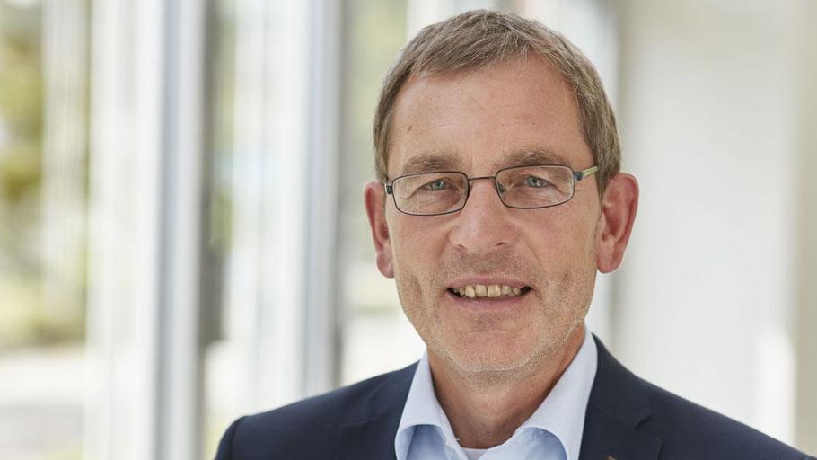 HanseWerk-Personalvorstand Dr. Jörn Klimant freut sich über die Auszeichnung