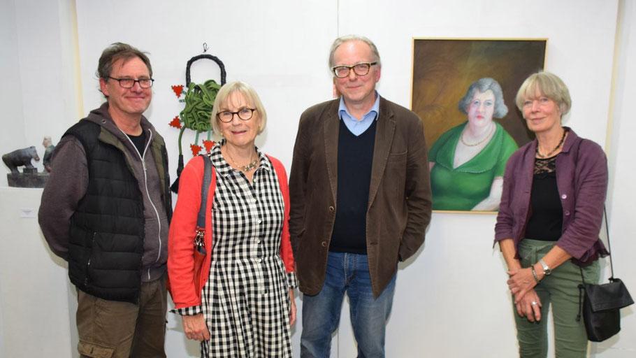 Die Künstler waren zur Vernissage gekommen: Eberhard Szejstecki, Monika Hahn, Gastgeber Edwin Zaft und Magret Lieser.