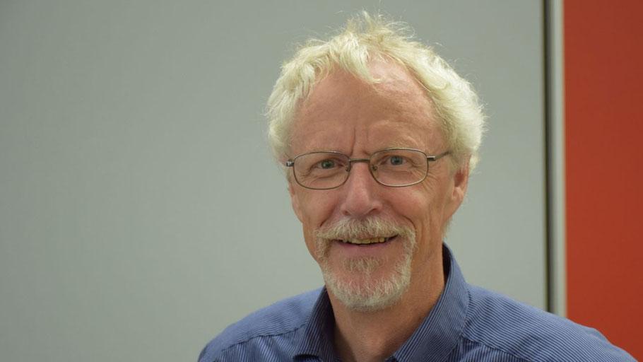 Er kommt noch einmal wieder: Gutachter Peter H. Kramer zu Beginn der Ausschuss-Sitzung