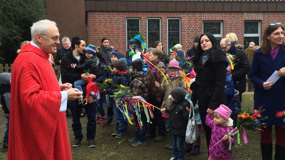 Wie im letzten Jahr werden Kinder und Jugendliche Palmenzweige zum Altar tragen.