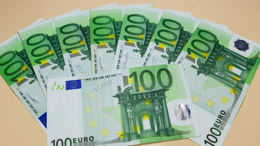 Ums Geld geht es beim Streit der Bündnis90/Grünen und der FDP über den Haushalt der Stadt Quickborn. (Foto: i-vista/pixelio)