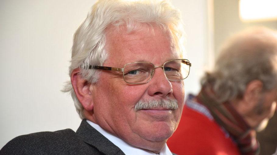 Der fraktionslose Ratsherr Ulf C. Hermanns von der Heide möchte Auskünfte zur Personalentwicklung.