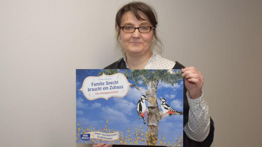 Stadtbücherei-Mitarbeiterin Kerstin Kranz lädt zum Vorlesespaß ein
